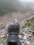 Bei einer Bergquelle kommt der Field-Recorder das erste Mal zum Einsatz. Hierbei genügt mir eine Aufnahme in Stereo, weshalb ich nur die eingebauten Mikrofone verwende.